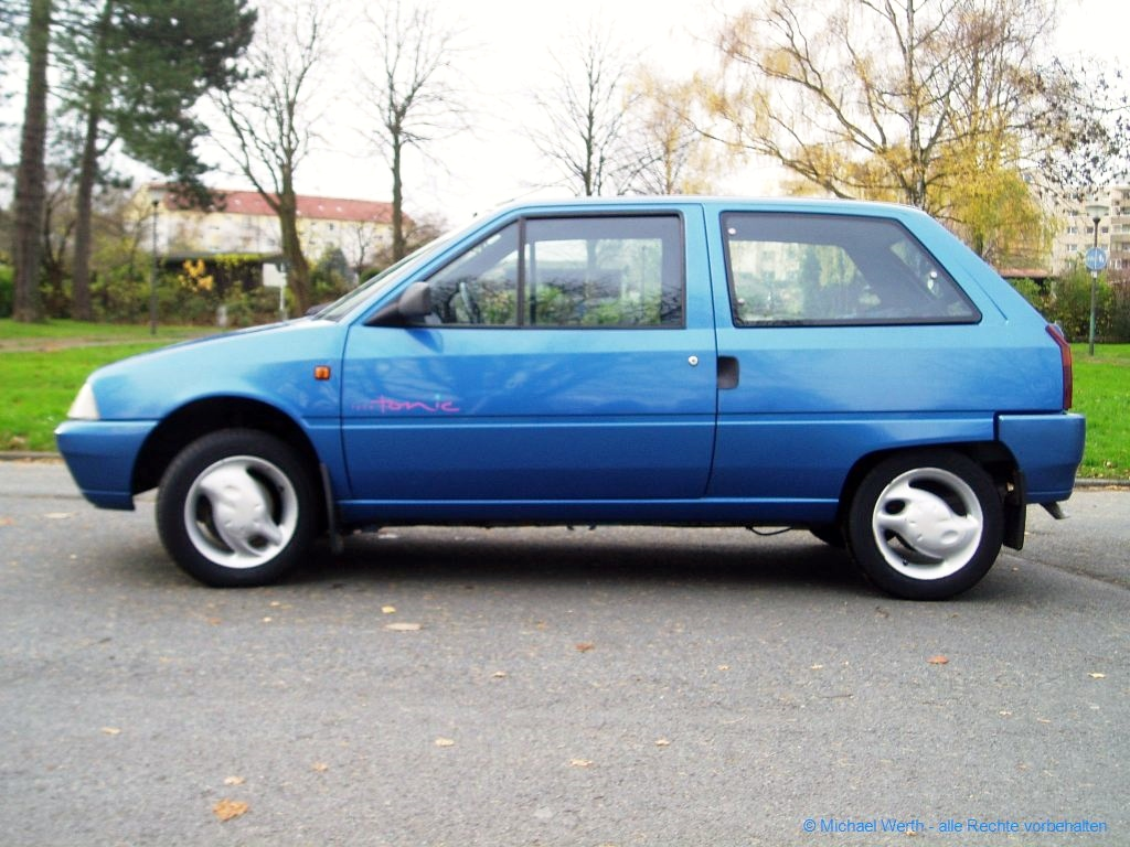 1994er Citroën AX Tonic in bleu Curaçao #01