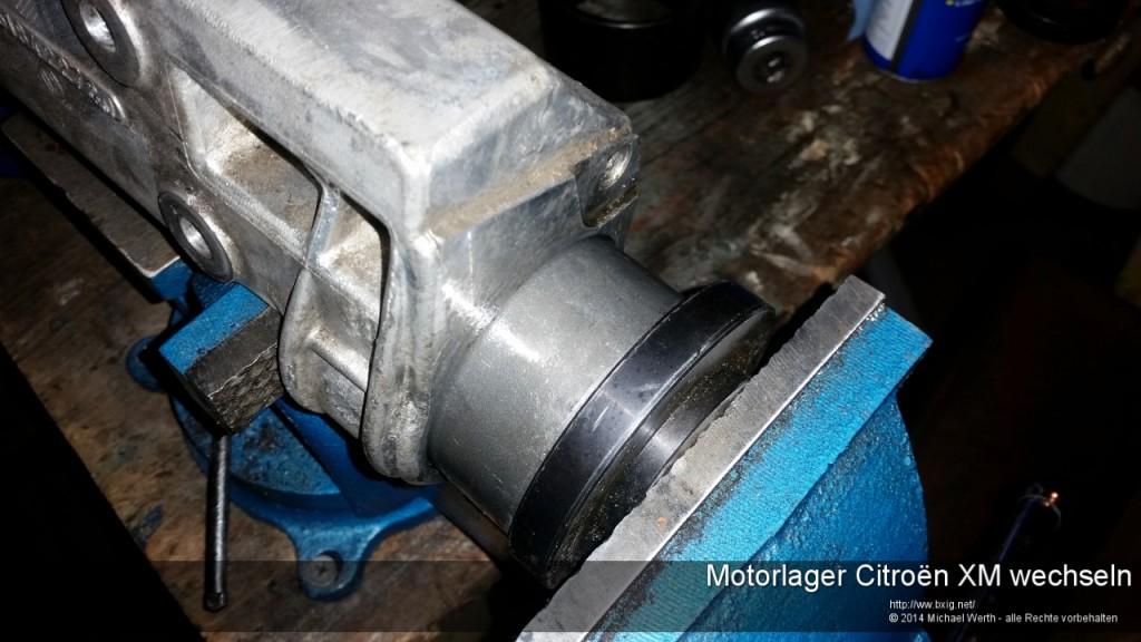 Motorlager_oben_und_unten_Citroen_XM_wechseln-16
