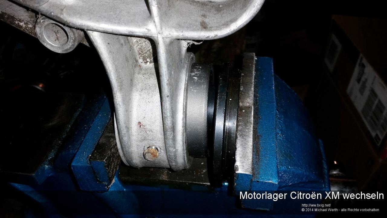 Motorlager_oben_und_unten_Citroen_XM_wechseln-20