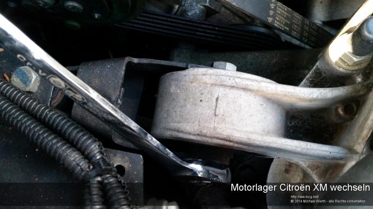 Motorlager_oben_und_unten_Citroen_XM_wechseln-21