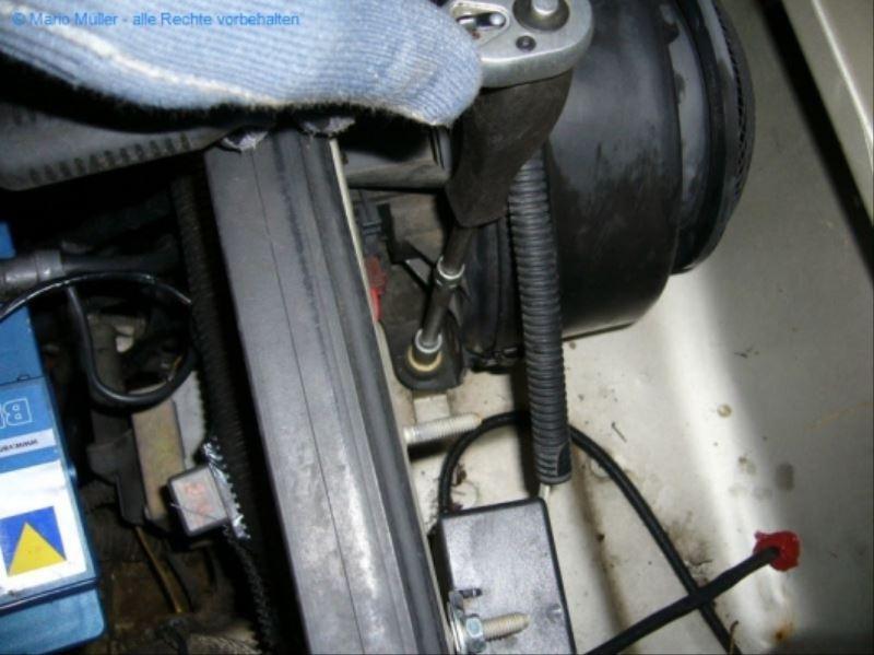 Citroen BX - Lüftermotor_freilegen_02