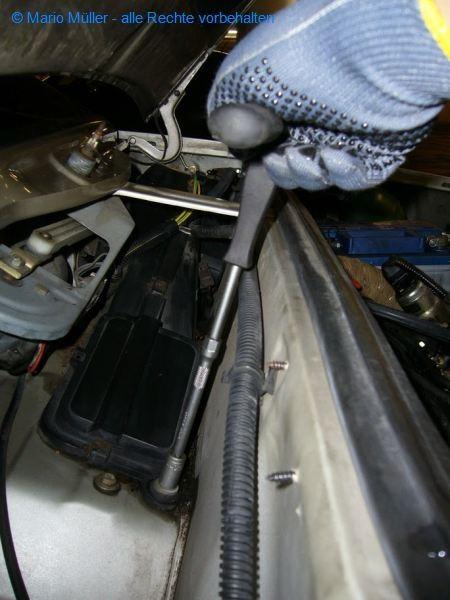 Citroen BX - Lüftermotor_freilegen_03