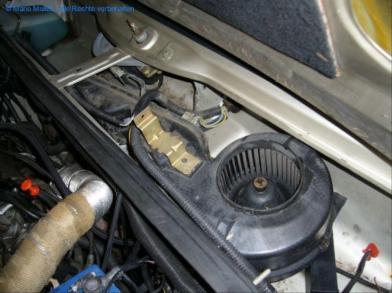 Citroen BX - Lüftermotor_freilegen_09