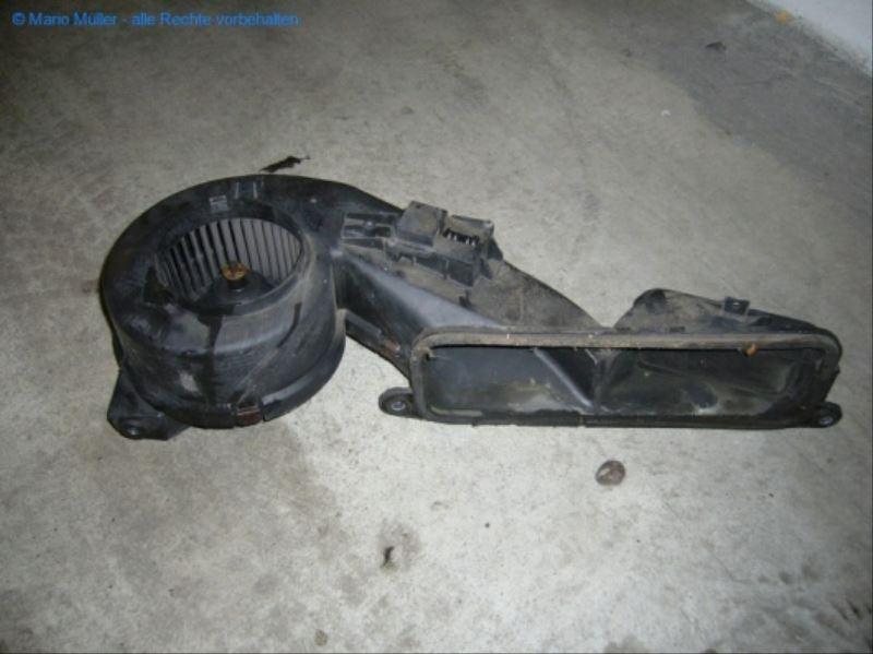 Citroen BX - Lüftermotor_freilegen_12