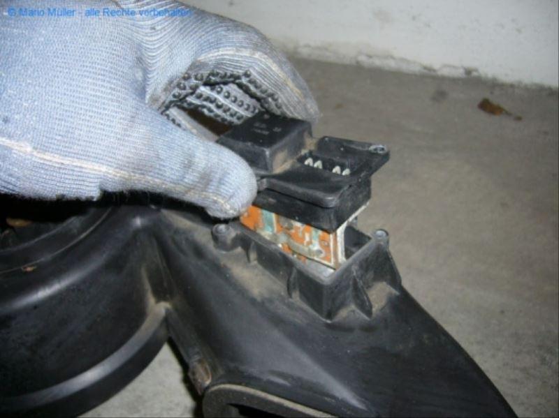 Citroen BX - Kondensator_freilegen_03